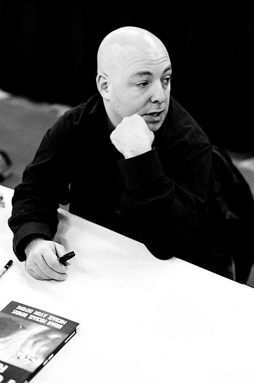 Brian Michael Bendis at the 2005 Toronto Comicon.